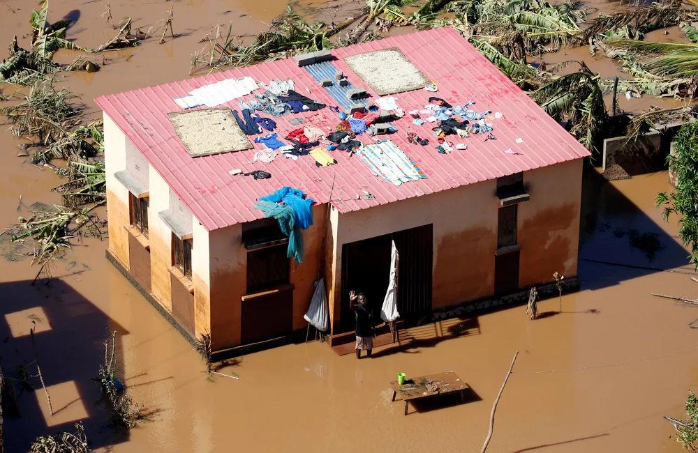 ajudar vítimas do Ciclone Idai, Moçambique